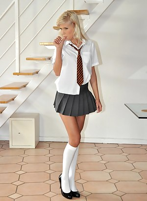 Hot Teen Schoolgirl Porn Pictures